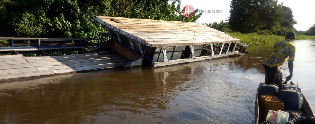 Demokratische Republik Kongo: Reparatur eines Missionsbootes