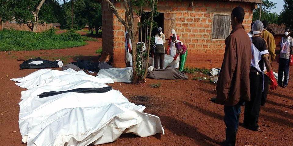 Aufbahrung von Kriegsopfern in Bangassou/Zentralafrikanische Republik (Foto: Fundación Bangassou).