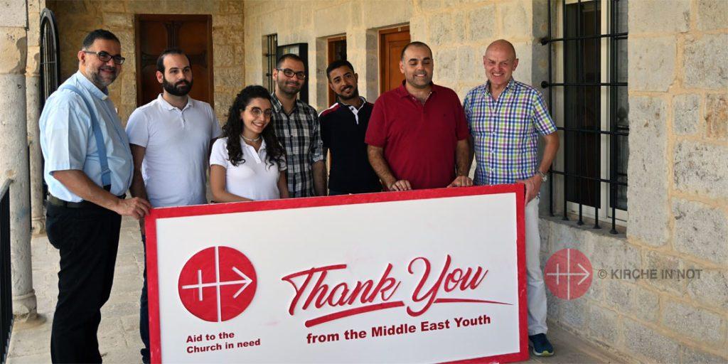 Helfer aus Beirut danken für die Hilfe durch KIRCHE IN NOT.